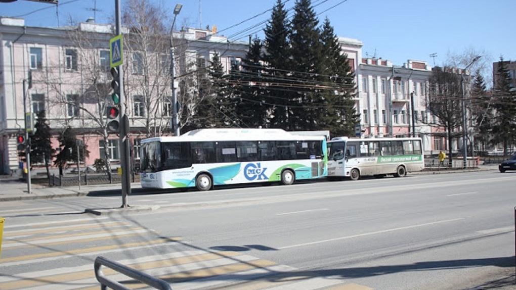 У директоров пассажирских предприятий Омска выросла зарплата