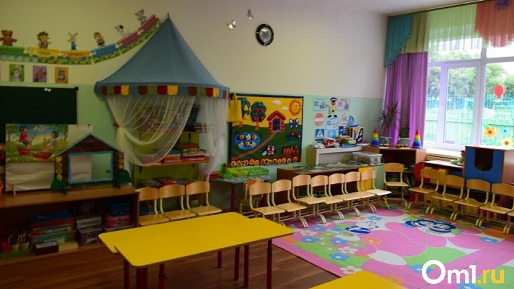 Во всем виноват коронавирус. Директора омского детского сада, которая пряталась от родителей, задержали