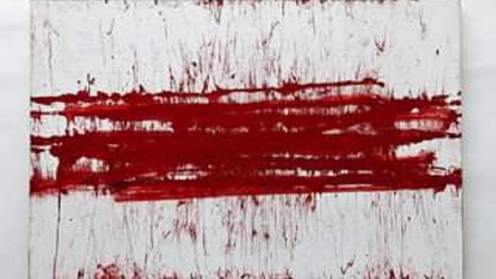 Кровавую картину «Беларусь» нарисовал новосибирский художник Артём Лоскутов резиновой дубинкой