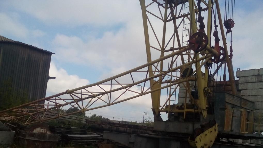 В Омске развалился башенный кран