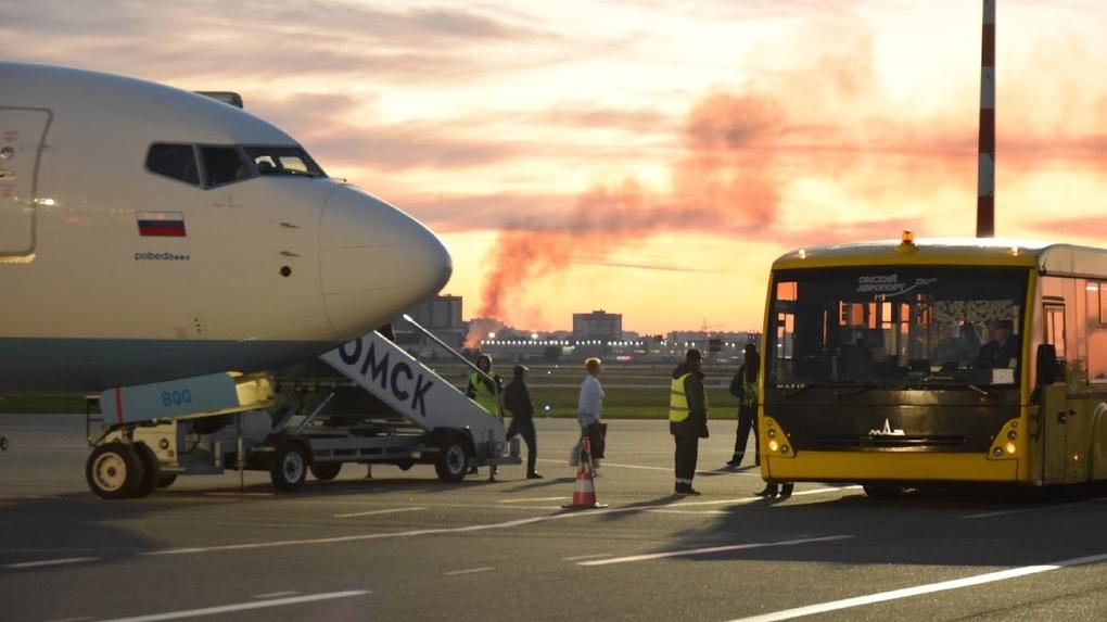 Сотрудники омского аэропорта заплатили 600 тысяч рублей за повреждение самолёта