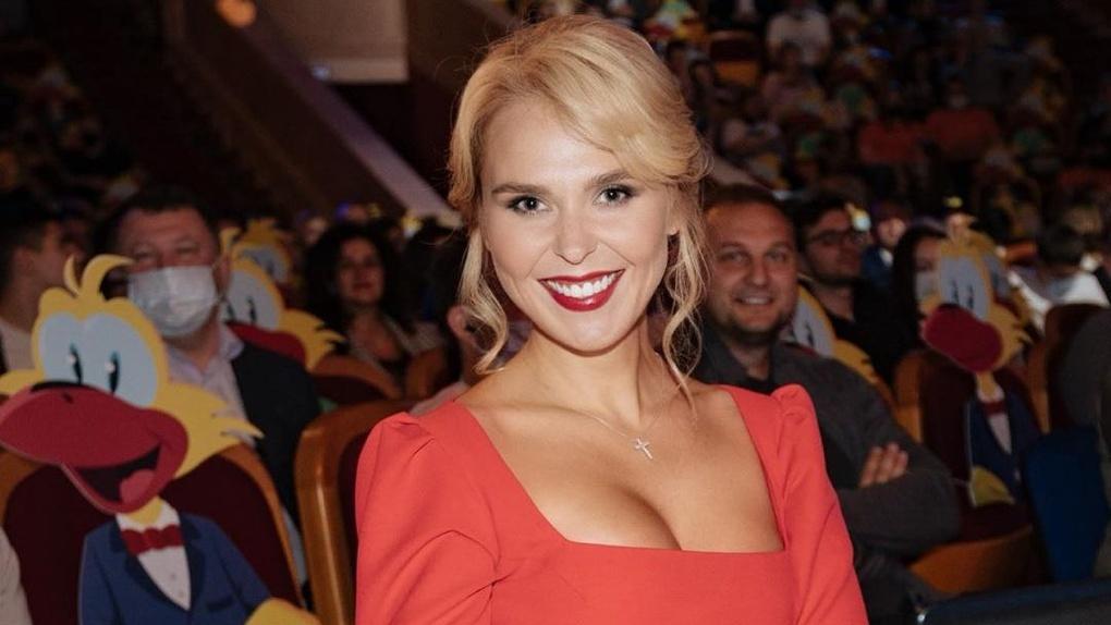 Певица из Новосибирска Пелагея появилась на съёмках финала КВН в откровенном наряде