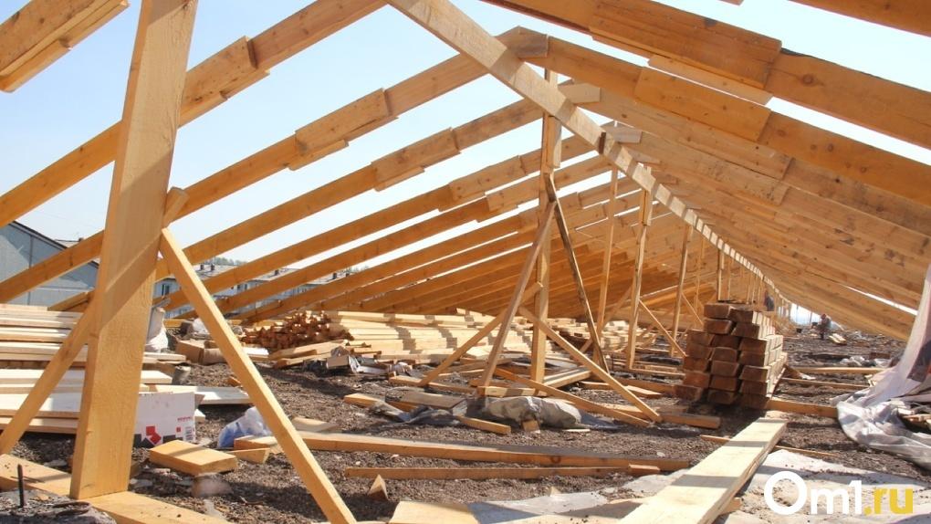 Мэр Омска выделила более 8 миллионов рублей на ремонт многоквартирного дома