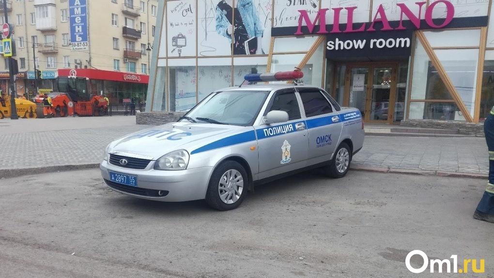 В Омске бездомный напал на улице на врача