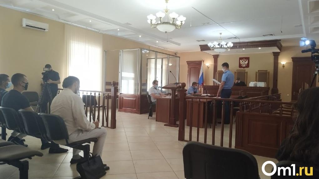 «Жили по принципу коммуны»: обвиняемый в похищениях омичей глава «реабилитационного центра» дал показания