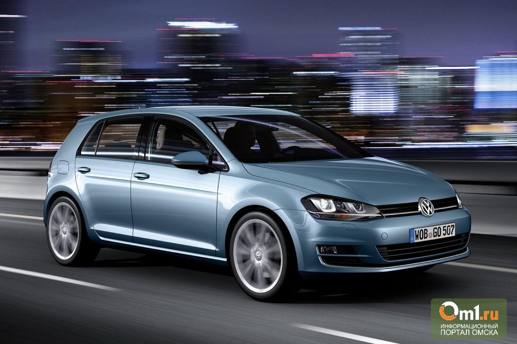 Омич снял колеса с Volkswagen Golf, чтобы спасти его от приставов