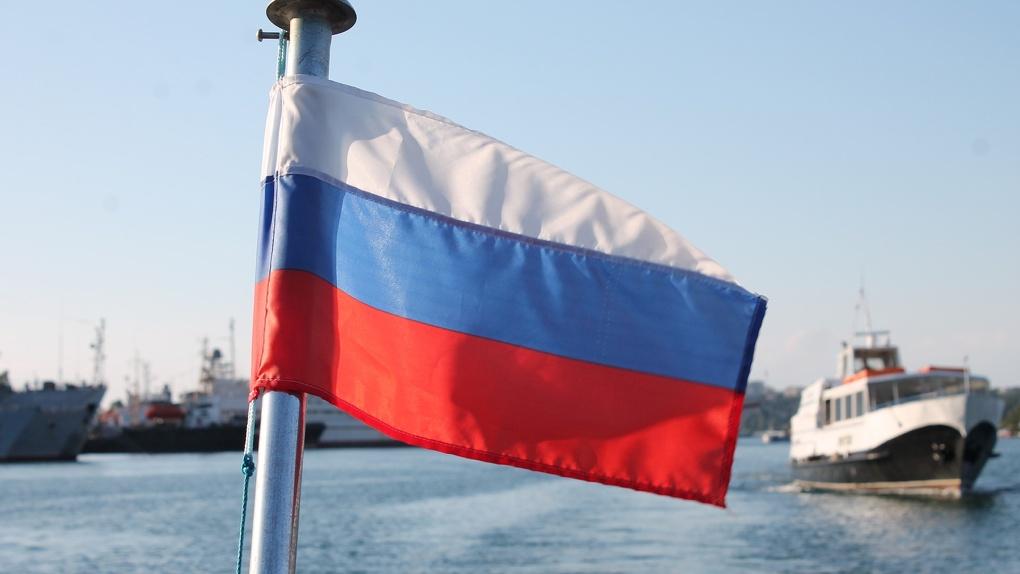 Остались без зрелищ: из-за пандемии в Новосибирске отменили концерт ко Дню флага