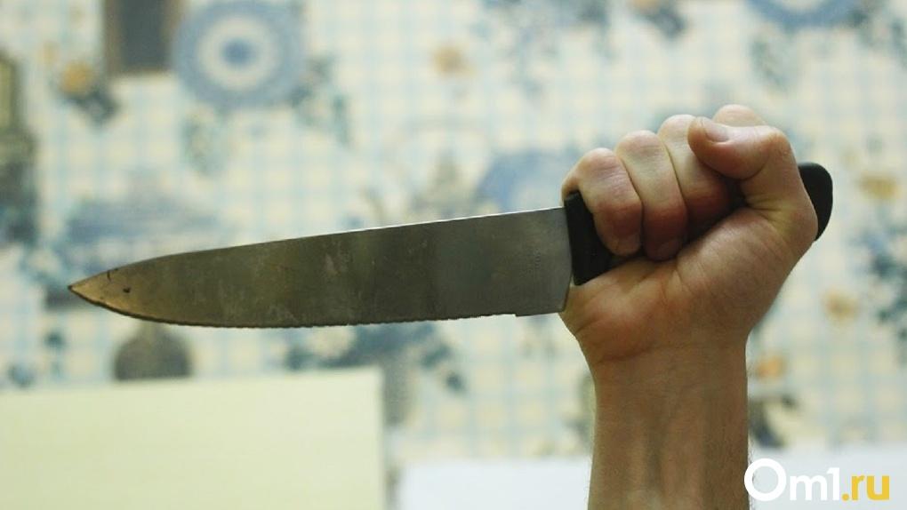 Воткнул нож в грудь. Омич едва не убил сына своей любовницы