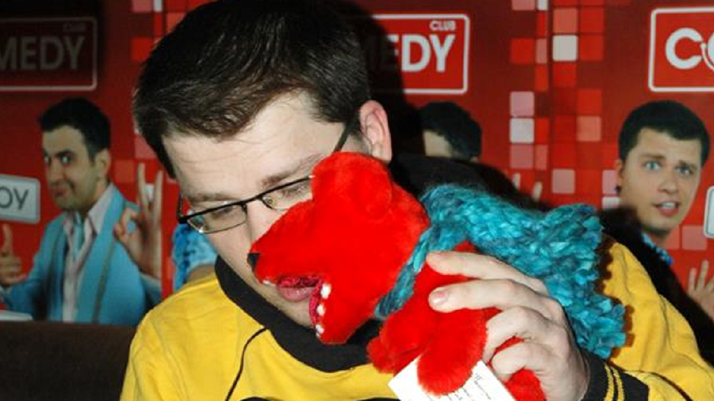 Татьяна Жарова подарила медведей Харламову и Мартиросяну