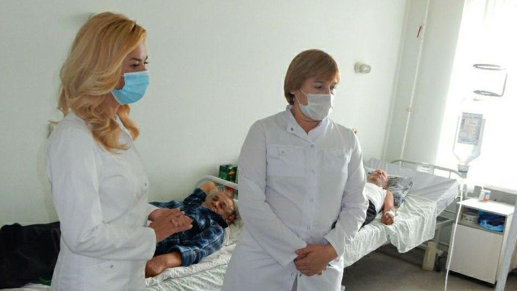 Омский министр Ирина Солдатова побывала с визитом в Исилькульской больнице