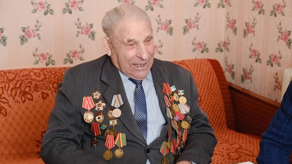 Двое детей и четверо внуков: новосибирский ветеран отпраздновал вековой юбилей
