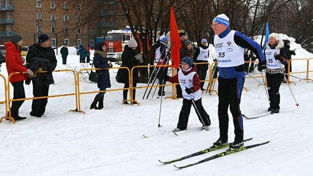 «Пришлось подстраиваться под темп сына». Бурков принял участие в забеге «Лыжня России»