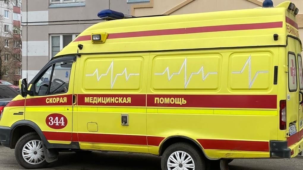 Без прав и в столб: в Омской области двое детей попали на мопеде в ДТП