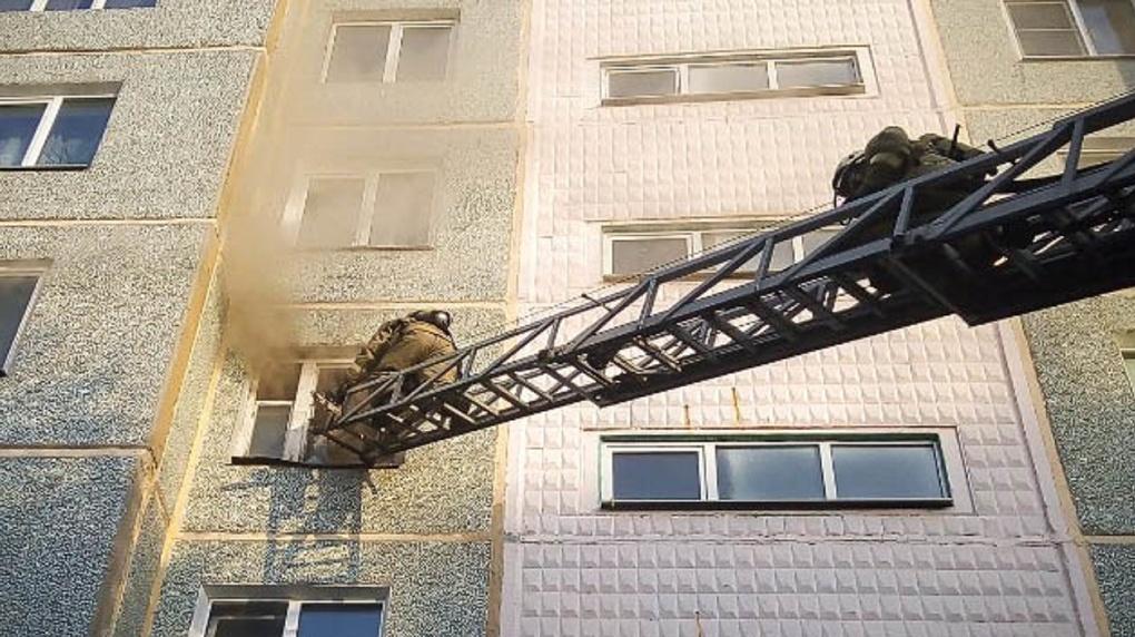Спастись мешал едкий дым. В омской десятиэтажке, где ночью произошёл пожар, умер мужчина