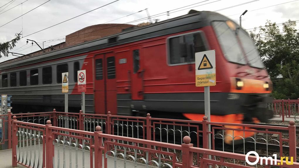 В Новосибирске электричка насмерть сбила неизвестного мужчину