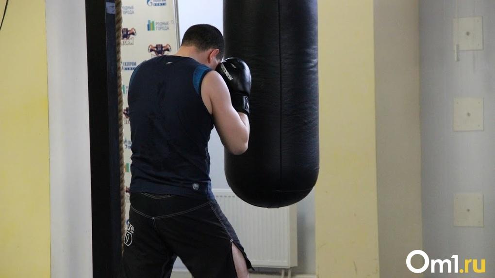 «Подорван иммунитет людей»: омичи просят вернуть им фитнес-клубы