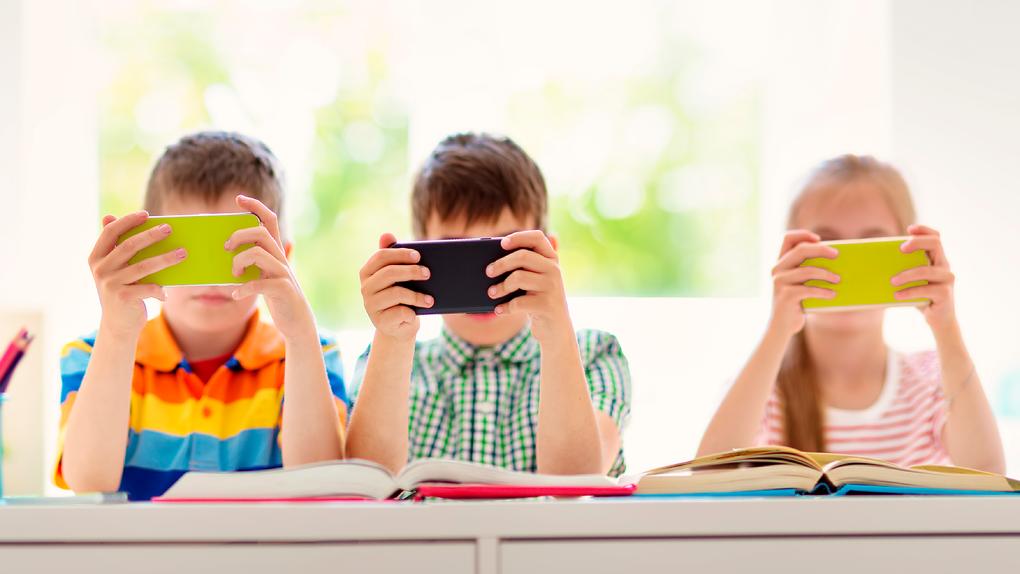Смартфон в школу: 10 ситуаций, когда гаджет пригодится в школе