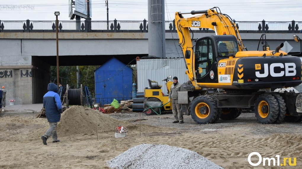 И так сойдёт: почему в Омске регулярно срывают сроки строительных работ, а асфальт приходится перестилать