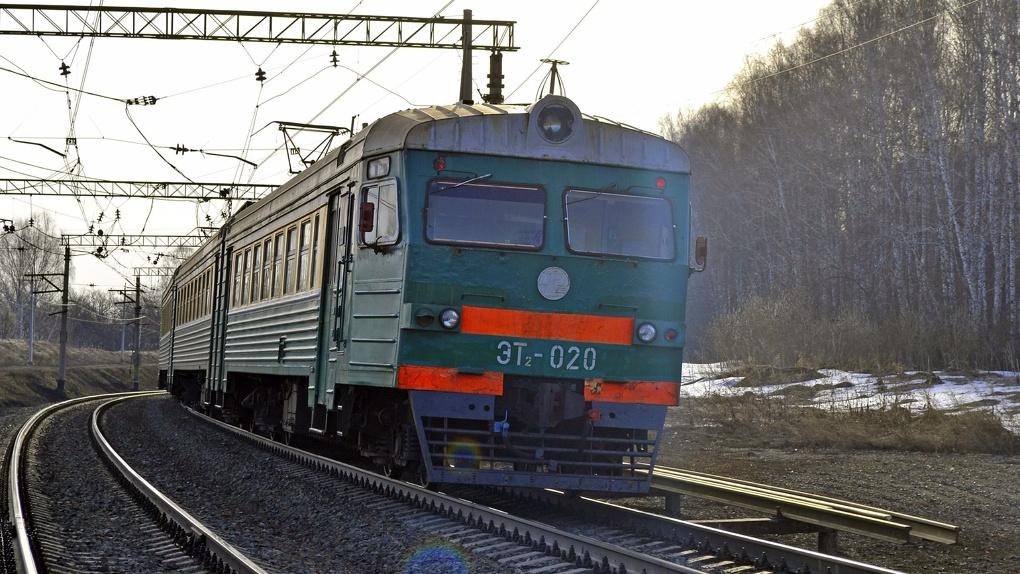 Электричка насмерть сбила 22-летнего мужчину под Новосибирском