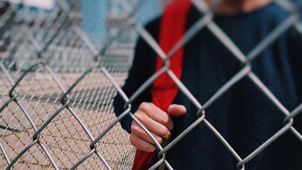 Омский подросток сбежал из школы-интерната и облил полицейского кислотой