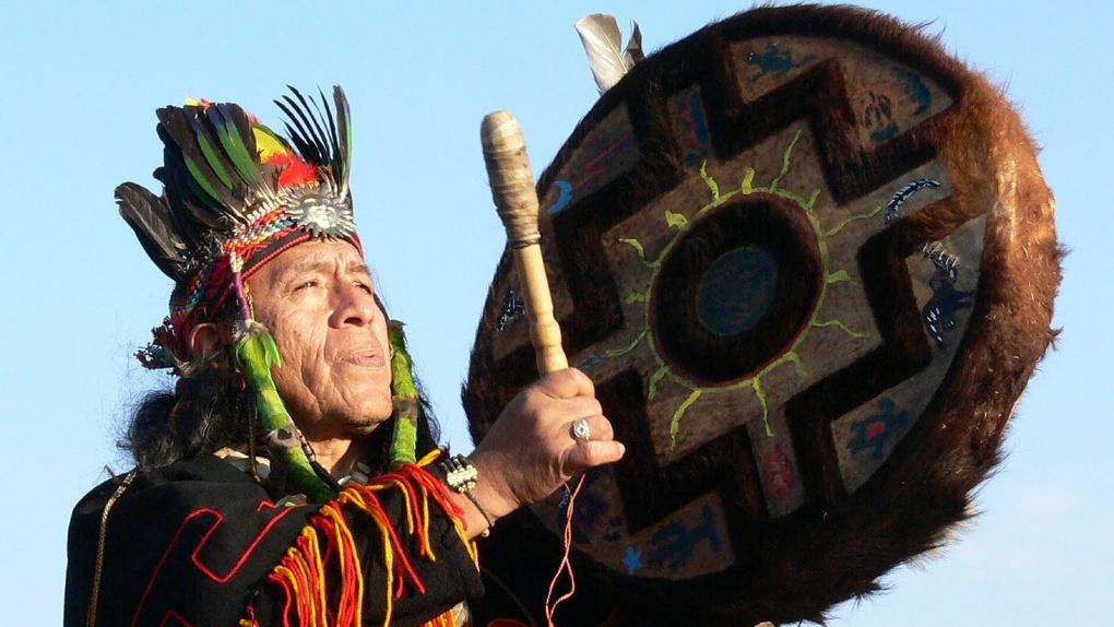 Омичей приглашают посмотреть на кость Усть-Ишимского человека и послушать шамана