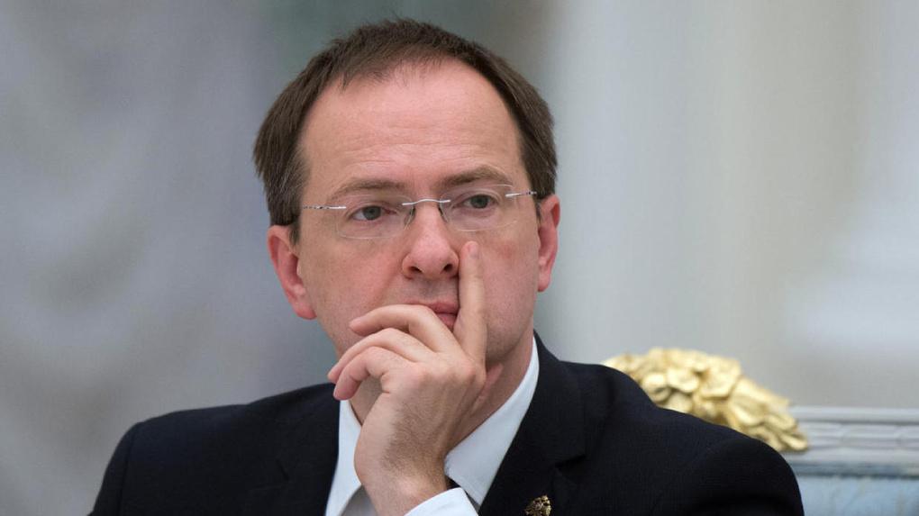 Министр образования пообещала Владимиру Мединскому не лишать его докторской степени