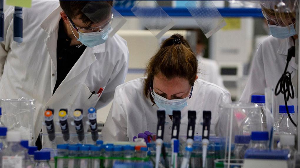 Российская прививка от коронавируса: делать или нет. Восемь аргументов