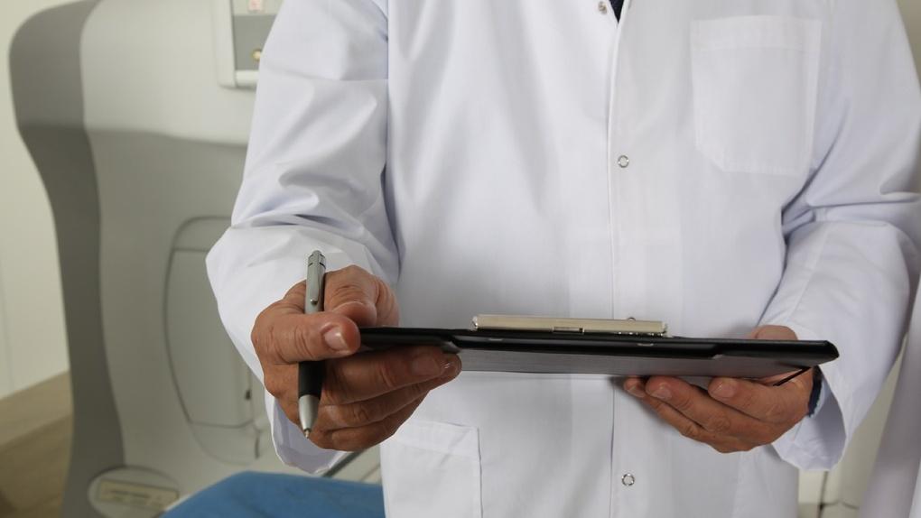 Пациенты-призраки и плохой ремонт стали причинами увольнения главврача в Бердске
