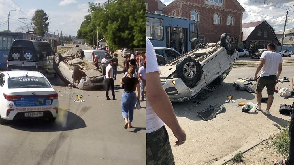 Жуткое ДТП в Новосибирске: около вещевого рынка перевернулась иномарка