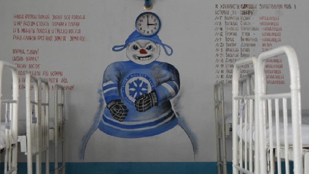 Заключённые новосибирской колонии оформили стены рисунками из мультиков и кино