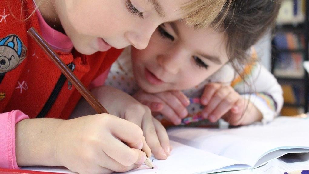 Карантин в Омске пошел на пользу: вызовов скорой стало меньше, школы открываются