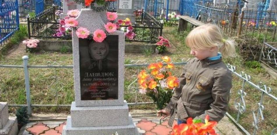 В Родительский день жители Омска поехали на кладбища поминать усопших
