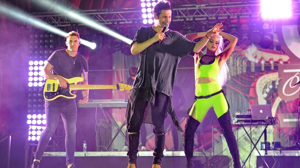 «Дан Балан, выходи!»: праздничный концерт начался с большой задержкой