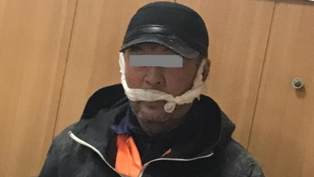 В Омске поймали мужчину с пистолетом, который нападал на прохожих