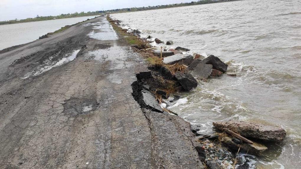 «Ждут, пока случится трагедия». Дорога в Омской области может не дожить до ремонта
