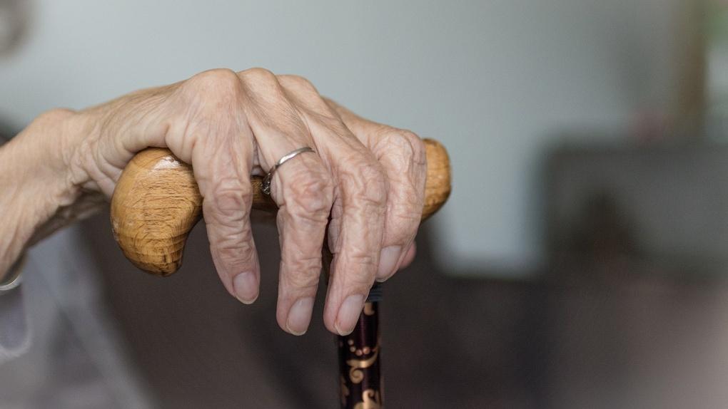 Тело пожилой омички больше недели разлагалось под носом у соседей