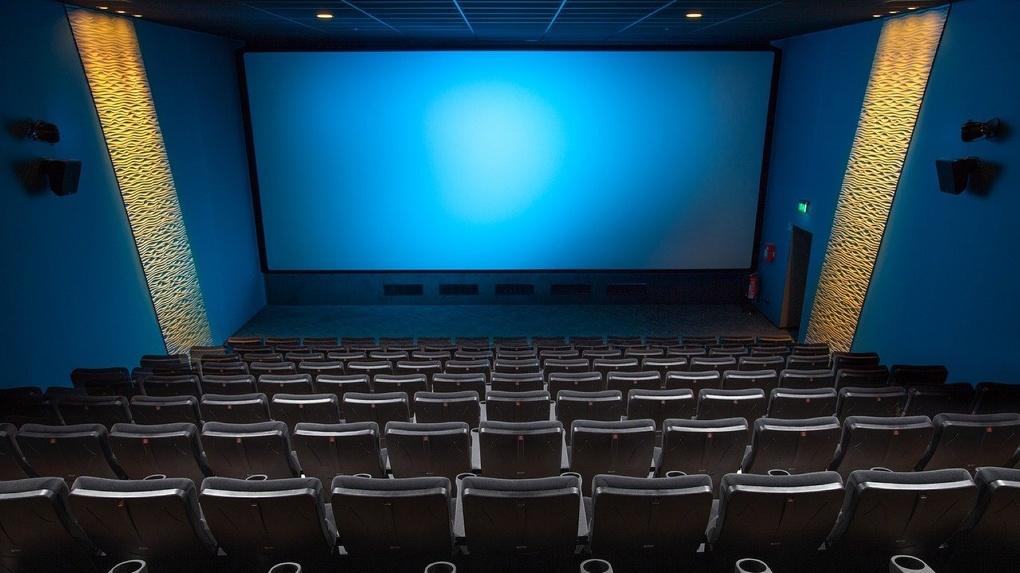 Несмотря на открытие кинотеатров, омичи продолжают смотреть кино дома
