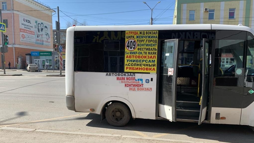 В Омске начали возвращать общественный транспорт на маршруты