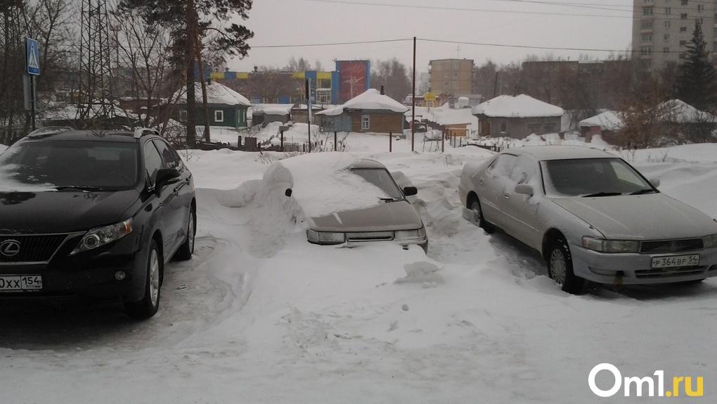 В Омске предлагают продавать дворы и делать вместо них парковки