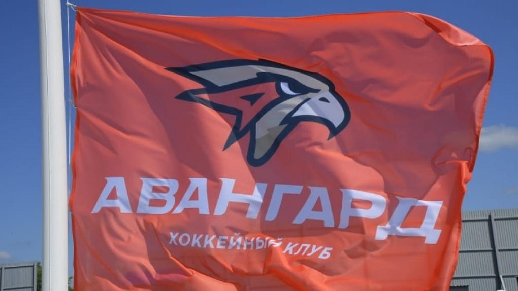 Старт дан! Над строительной площадкой «Арены Омск» водрузили флаг «Авангарда»