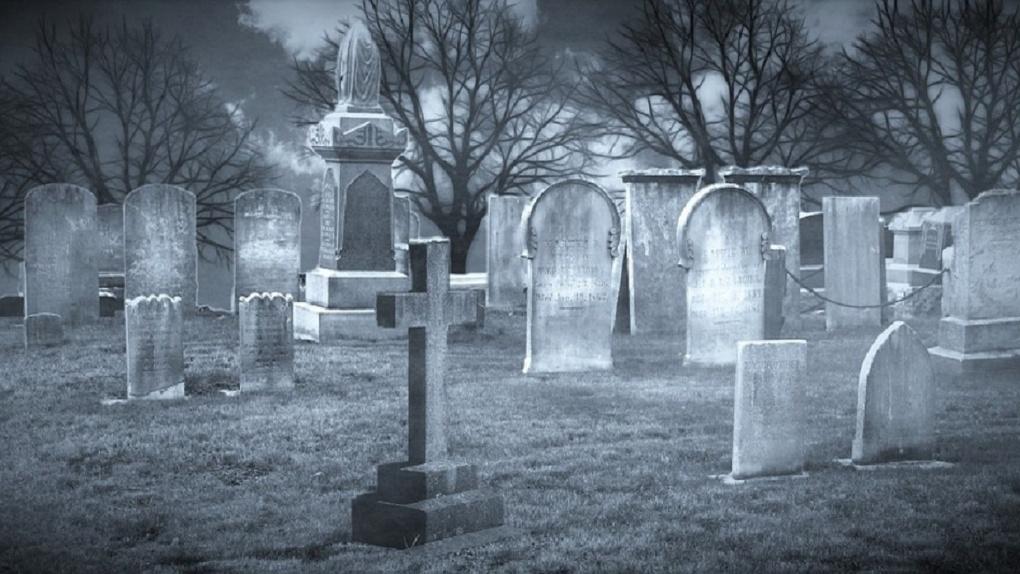 Омич пришел на кладбище и умер