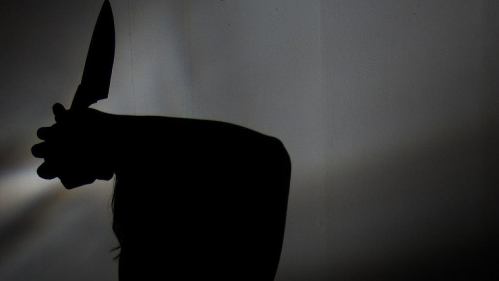 Вооружённый новосибирец взял в заложники бывшую жену в магазине