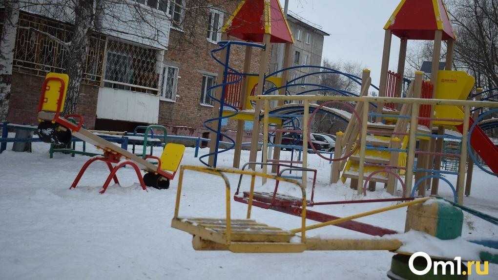 Омич похитил у школьницы рюкзак и сдал ее учебники за 4 рубля