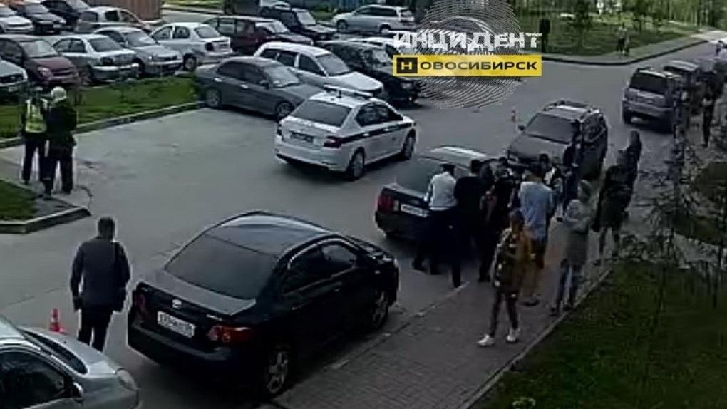 Неизвестный кинул гранату в Ленинском районе Новосибирска