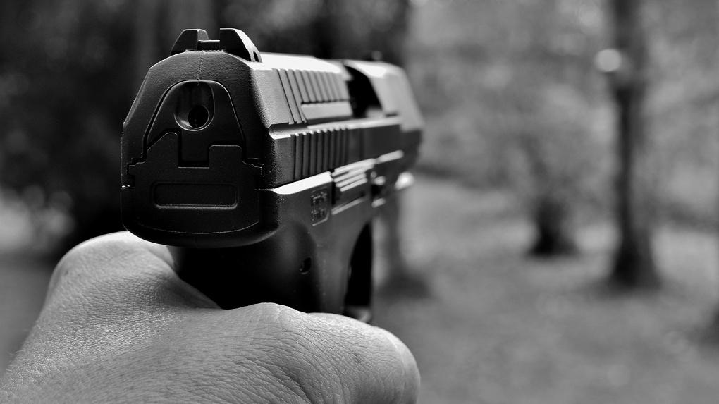В Омске сотрудника УДХБ будут судить за стрельбу в прохожего