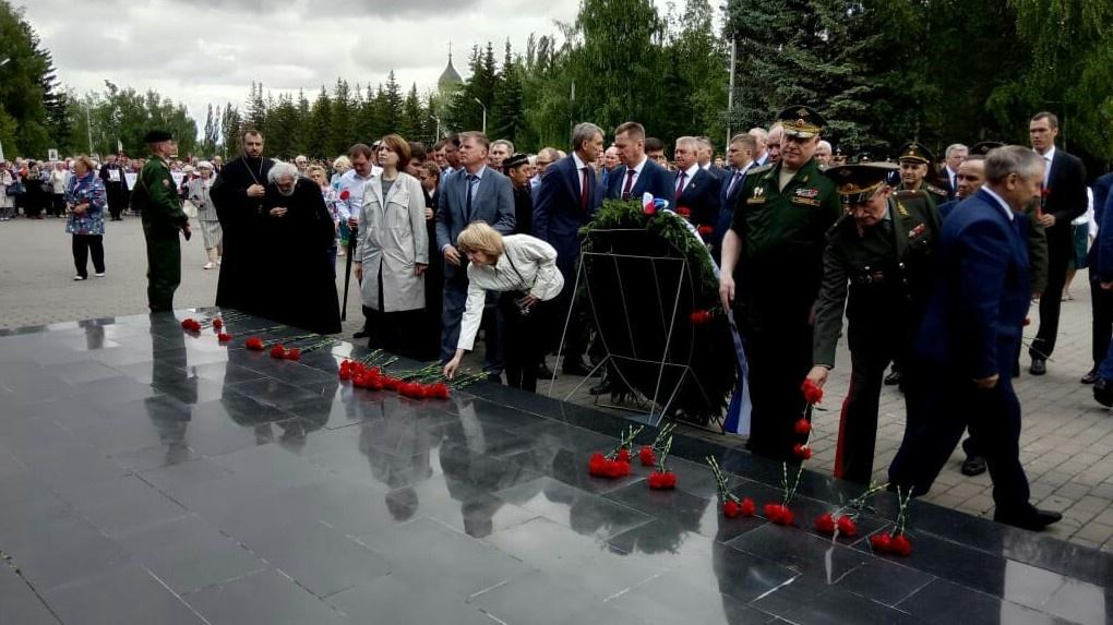 В Омске прошли торжественные мероприятия в День памяти и скорби