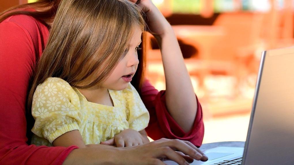НГУ приглашает на бесплатное обучение молодых мам и жителей предпенсионного возраста
