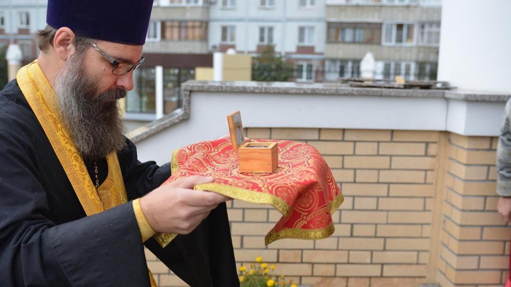 В Новосибирск из Испании привезли мощи Святителя Николая Чудотворца