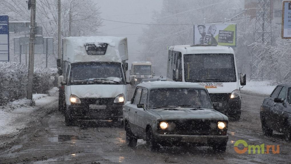 Долгожданный снегопад вызвал в Омске 8-балльные пробки