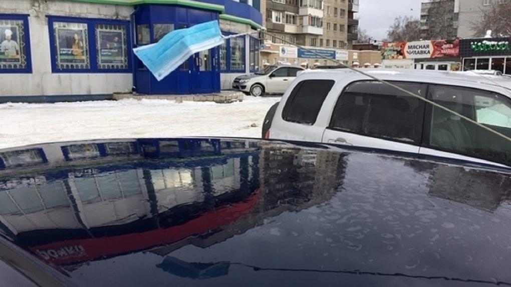 Новосибирские волонтёры начали бесплатно развозить медиков по вызовам на личных авто